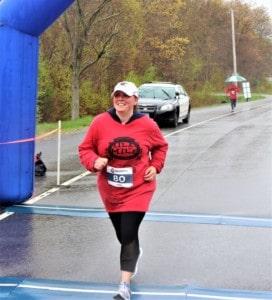 a women crossing the fininsh line